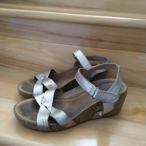 Clark's silver Cork sandals size 8